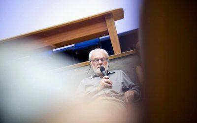 """""""SI PENSAMOS EN TÉRMINOS METABÓLICOS, LA CIUDAD NO ES INDEPENDIENTE DE TODAS LAS REDES Y FLUJOS QUE LA SOSTIENEN"""": David Harvey."""