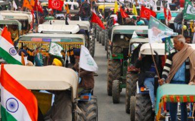 Grandes números de agricultorxs de la India se organizaron en protesta el Día de la República, y alegaron que hubo una conspiración para socavar el movimiento