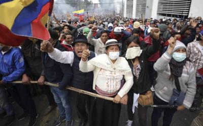 """""""La política ecuatoriana no está conectada con la vida"""". Entrevista con la investigadora social Alejandra Santillana"""